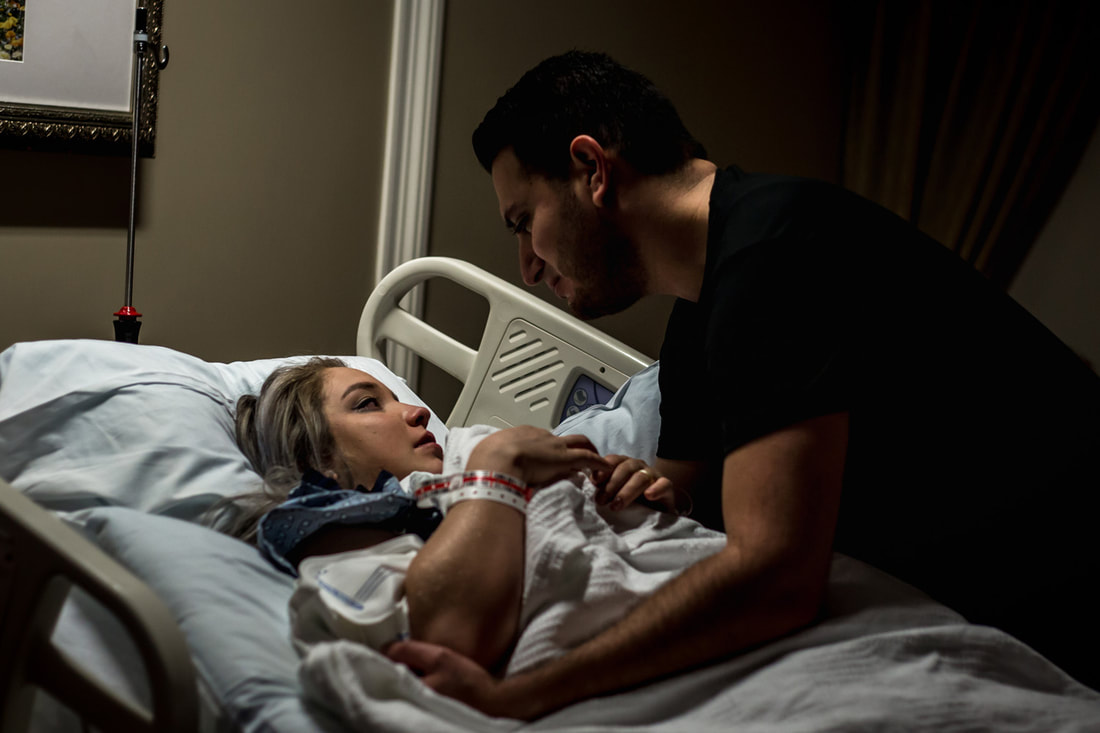 Photo of a couple during labor in hospital charleston sc birth photographer
